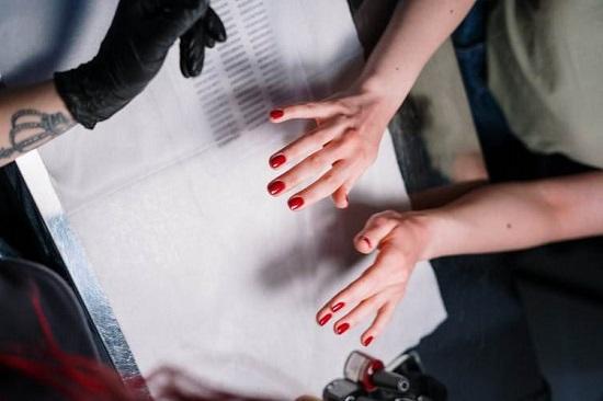 manicure paznokcie czerwone